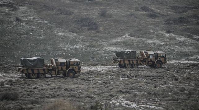 Çok namlulu roketatarlar Suriye sınırında