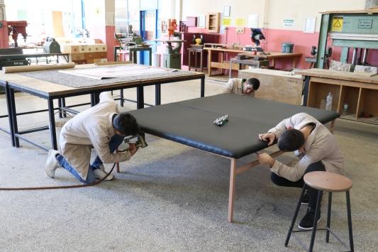 Meslek lisesi öğrencileri, engellilere rehabilitasyon masası hediye etti