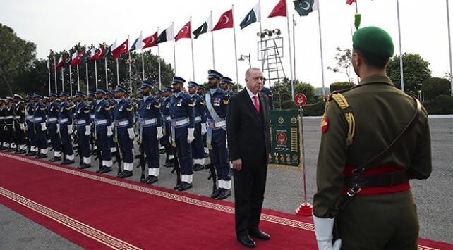 Cumhurbaşkanı Erdoğan Pakistanda resmi törenle karşılandı