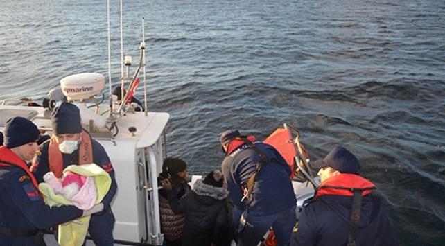 İzmirde yardım isteyen düzensiz göçmenler kurtarıldı