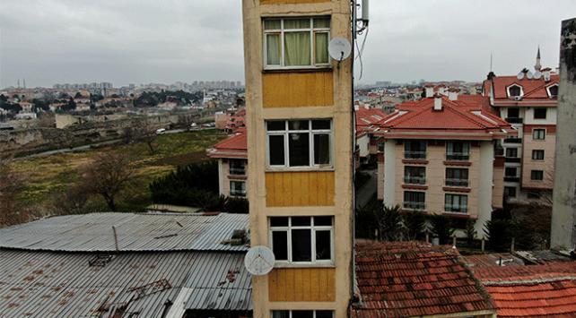 İstanbuldaki bina ilginç mimarisiyle dikkat çekiyor