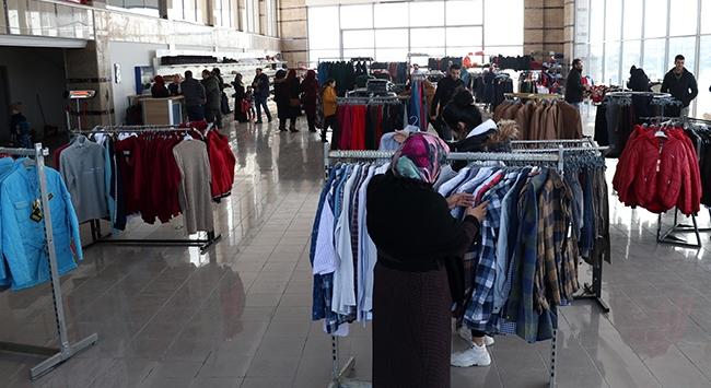 Elazığdaki depremzedeler için ücretsiz giyim mağazası