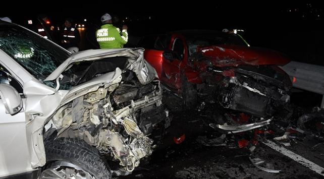 Bartında iki otomobil çarpıştı: 1i ağır 5 yaralı