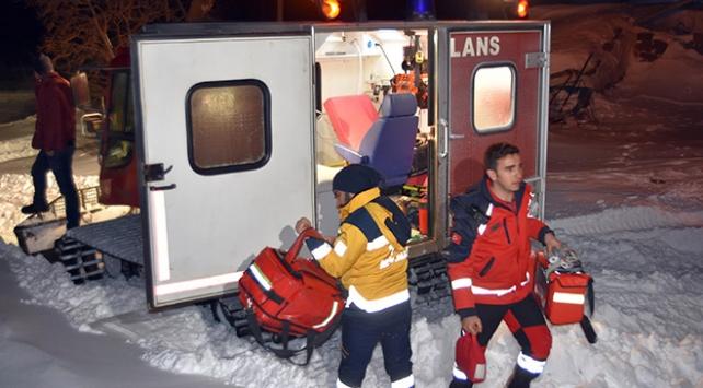 Bitliste kardan mahsur kalan hastaların imdadına paletli ambulanslar yetişiyor