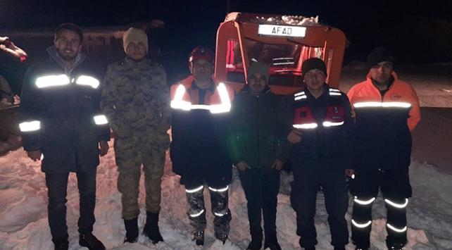 Ekipler, yaylada mahsur kalan 2 kişiyi kurtardı