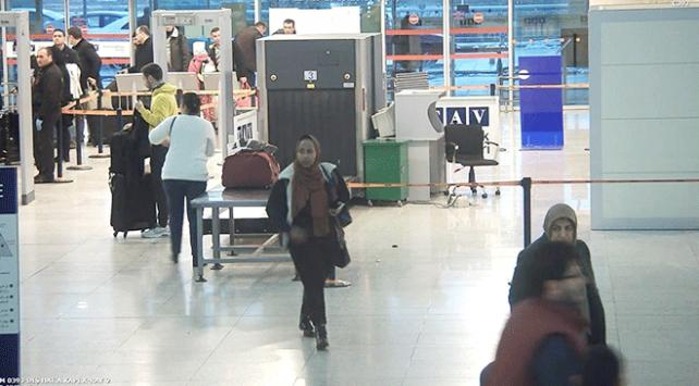 Kadın kılığında yurt dışına kaçmaya çalışan Somalili Esenboğada yakalandı