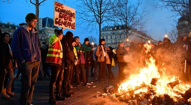 Fransada sarı yelekliler sokakta: 5 kişi yaralandı