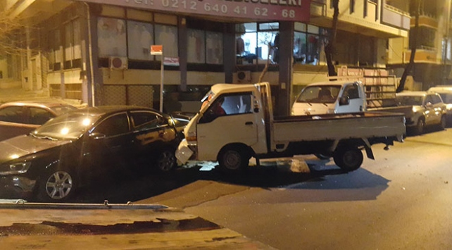 Kontrolden çıkan kamyonet 7 otomobile çarptı: 3 yaralı