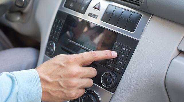Radyoyu kadınlar cepten, erkekler araç radyosundan dinliyor