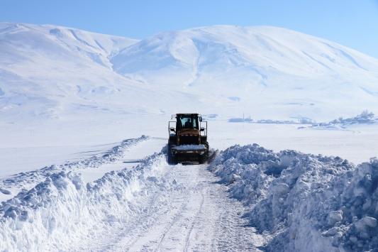 Ağrıda 30 bin kilometre karlı yol ulaşıma açıldı