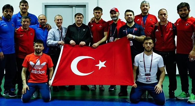 Milli güreşçilerden 9 madalya