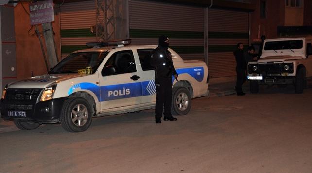 Adanada silahlı kavganın ortasında kalan 6 yaşındaki çocuk yaralandı