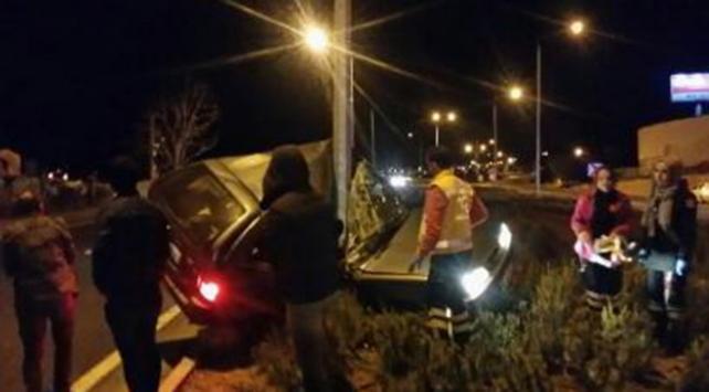 Kırşehirde elektrik direğine çarpan sürücü hayatını kaybetti