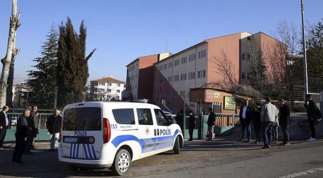 Güvenlik görevlisi okul müdürünü yaralayıp intihar etti