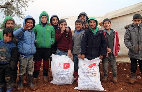 Mersinden İdlibe 26 tır insani yardım