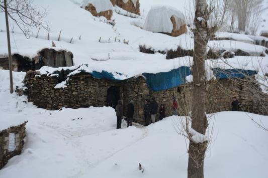 Bitliste ahırda unutulan mum nedeniyle çıkan yangında 70 hayvan telef oldu