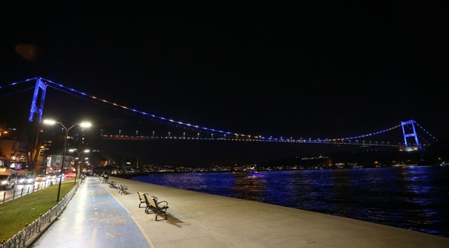 İstanbul ve Ankara Kosova bayrağı renklerine büründü