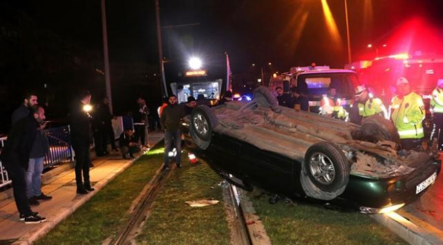 İzmirde otomobil takla attı: 2 yaralı