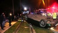 İzmir'de otomobil takla attı: 2 yaralı