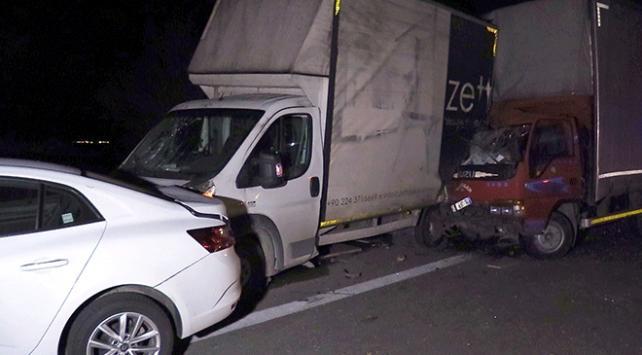 Lastiği patlayan araca yardım edenlere kamyonet çarptı: 1 ölü