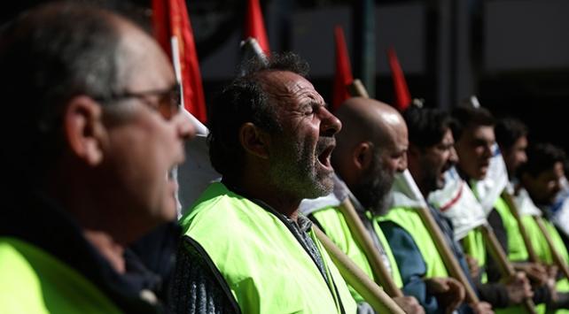 Yunanistanda memurlardan 24 saatlik grev