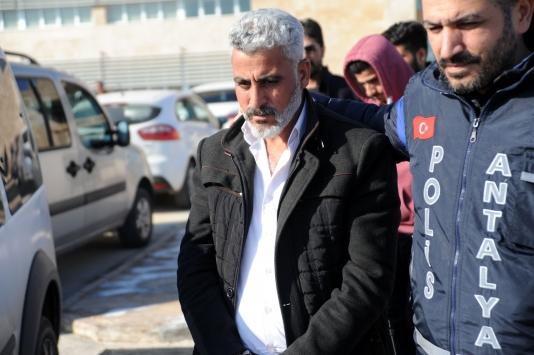 Antalyada bir kişinin 21 bin dolarını gasbettikleri iddiasıyla 5 şüpheli yakalandı