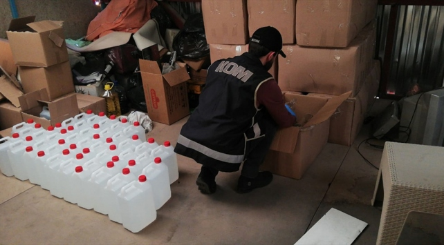 İzmirde 1500 litre etil alkol ele geçildi