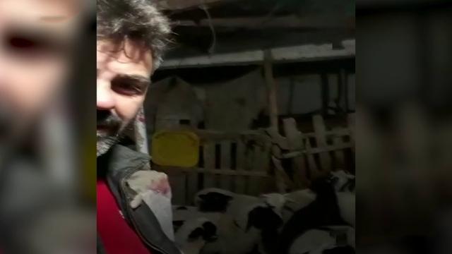 Kuzuların sesinden şüphelendi, video çekerken depremi kaydetti