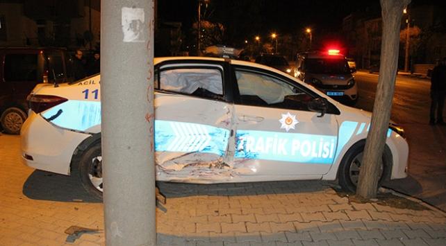 Karamanda otomobil polis aracına çarptı: 4 yaralı
