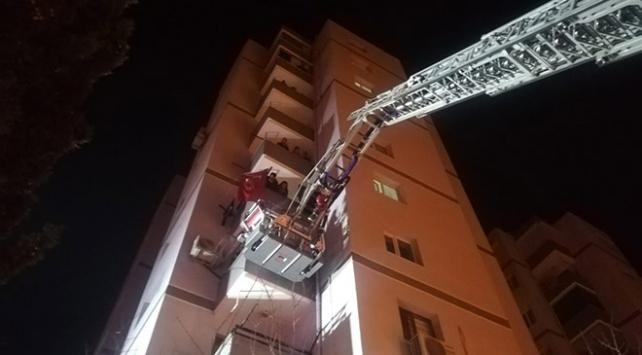 İzmirde yangın: 11 katlı bina boşaltıldı