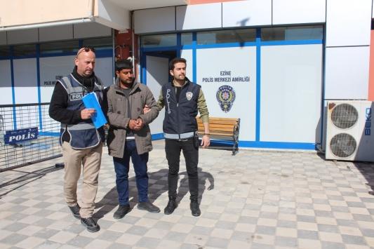 Ezinede oğlu tarafından yaralanan kişi hastaneye kaldırıldı