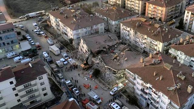 Devlet depremzedeler için seferber oldu