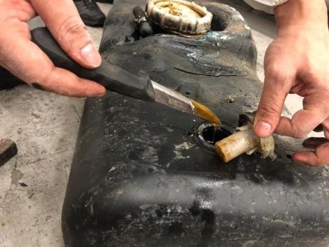 Sarp Sınır Kapısında minibüste 114,5 kilogram kaçak bal bulundu