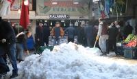 Sivas'ta kar kütlelerinin düşme anı
