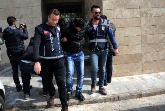 Antalyada çelik kasadan 110 bin dolar çaldıkları iddiasıyla 3 şüpheli yakalandı