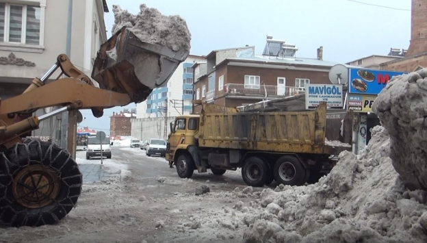 Sarıkamışta karla mücadele