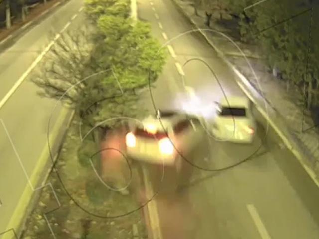 Yarış yapan trafik magandaları böyle kaza yaptı