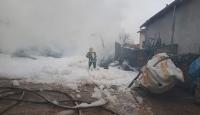 Amasya'da çıkan yangında 2 katlı ev ahşap kül oldu