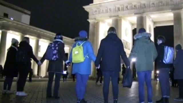 Berlin'de ırkçı saldırıya sessiz protesto