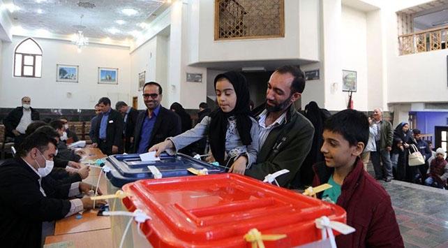 İranda seçimlere katılım düşük seyrediyor