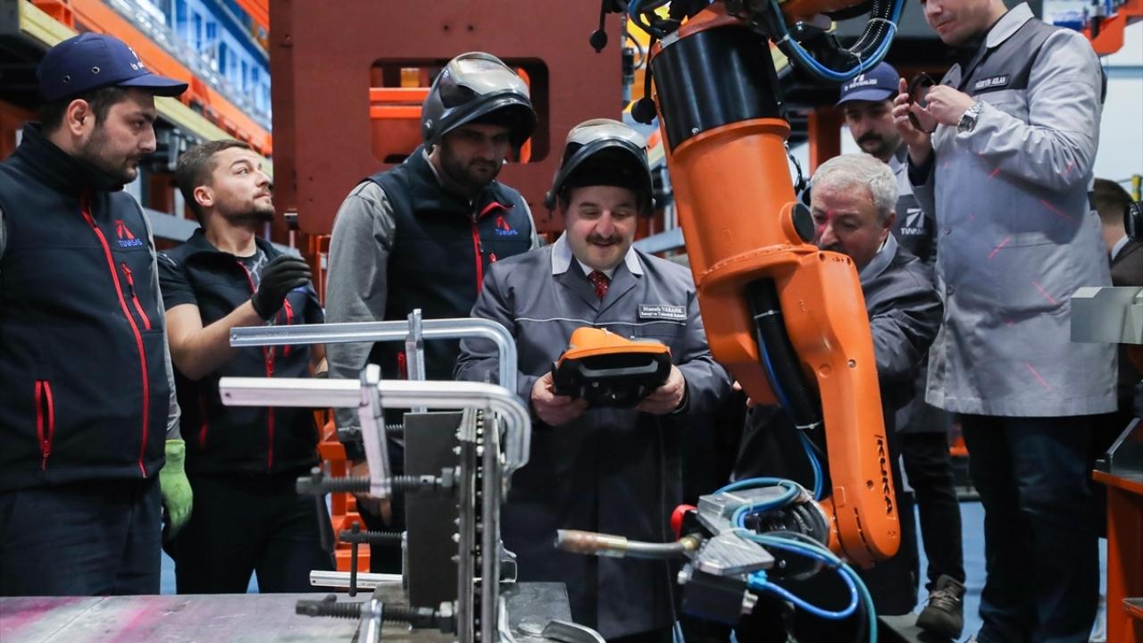 Bakan Varank, TÜVASAŞ fabrikasını ziyaret etti