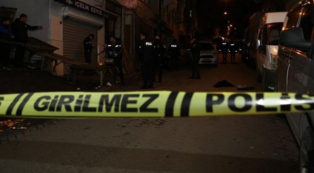 Beyoğlunda silahlı saldırı: 2 yaralı