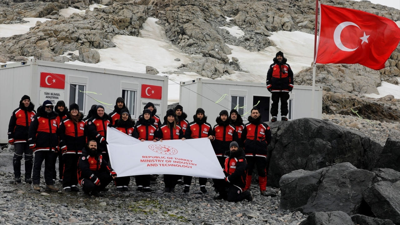 Antarktikaya giden ekip Türk Üssüne ulaştı