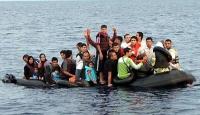 Botları su alan 16 düzensiz göçmen kurtarıldı
