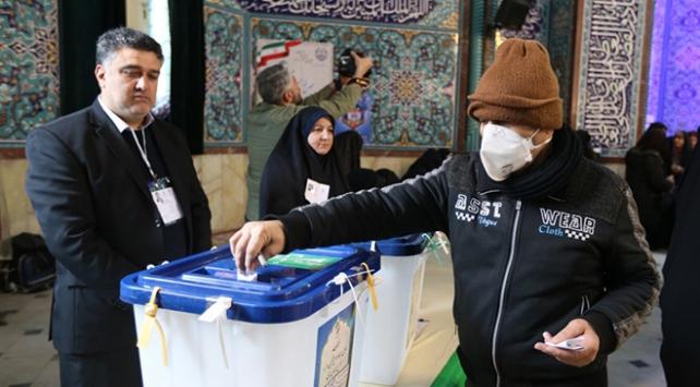 İran seçimlerinde 152 sandalyenin 124ü muhafazakarların