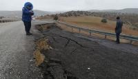 Hocalar'da yağış nedeniyle yol çöktü