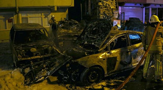 İstanbulda park halindeki 9 araç kundaklandı