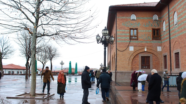 Hacı Bayram Veli Camii haftasonu ziyaretçilerini ağırlıyor