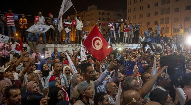 Tunustaki Nahda Hareketi Partisi hükümet krizinden zaferle çıktı
