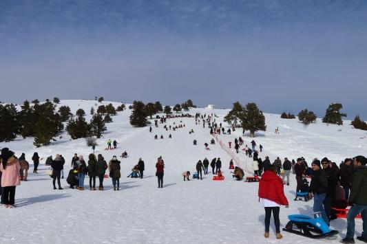 Saldada göl manzaralı kayak keyfi